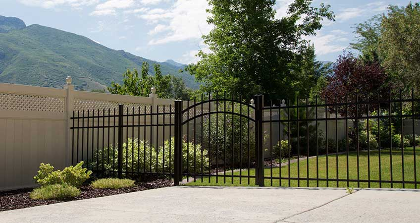 Decorative Style Fence Builder S Choice Vinyl Fencing